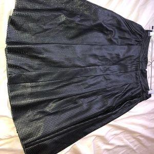 Fared black skirt